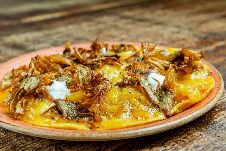 Tortilla de patata con alcachofas